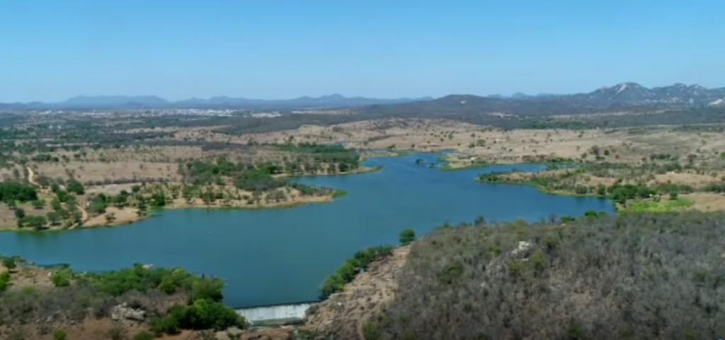 Vídeo: Aesa registra água do São Francisco transbordando açude em Monteiro