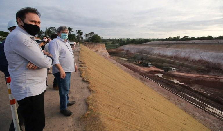 Governador inspeciona obras do canal Acauã-Araçagi e investimentos do governo em Lucena, Mamanguape e Sapé